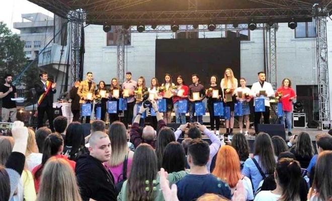 Performanțele elevilor, răsplătite de primarul Romanescu